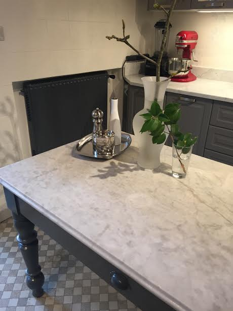 cucina table with silver tray