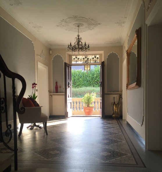 villa magnolia entrance hall door open after